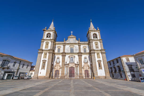 portalegre cathedral or se catedral de portalegre and town hall square. - fotos de portalegre imagens e fotografias de stock