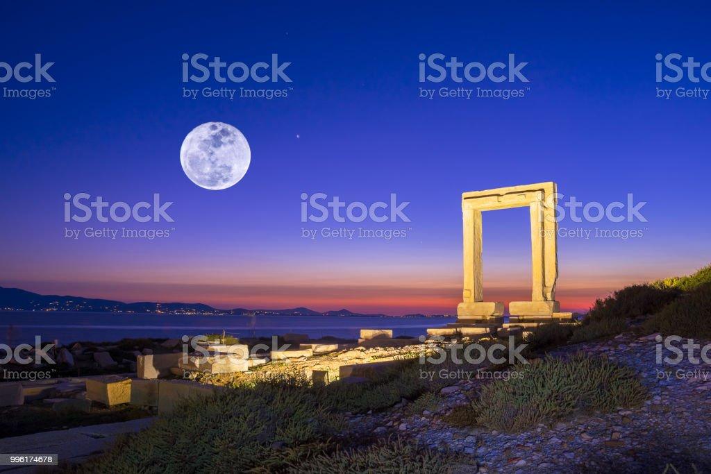 Portara - ruines d'ancien temple de Délos Apollon sur l'île de Naxos, Cyclades, Grèce - Photo