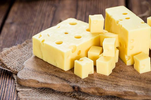 fetta di formaggio (primo piano - emmentaler foto e immagini stock