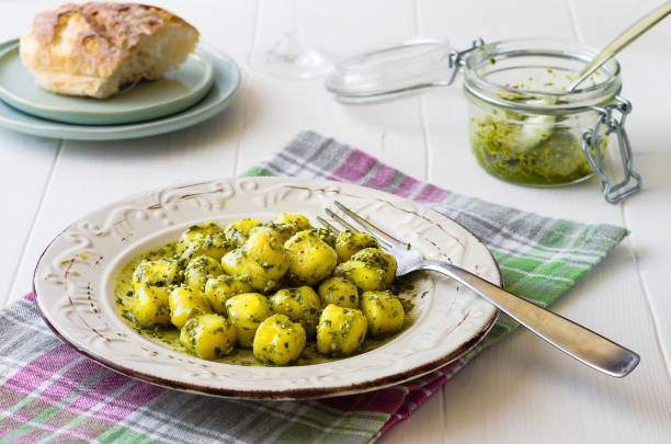Portion of gnocchi with 'Pesto' sauce on wooden table - foto stock