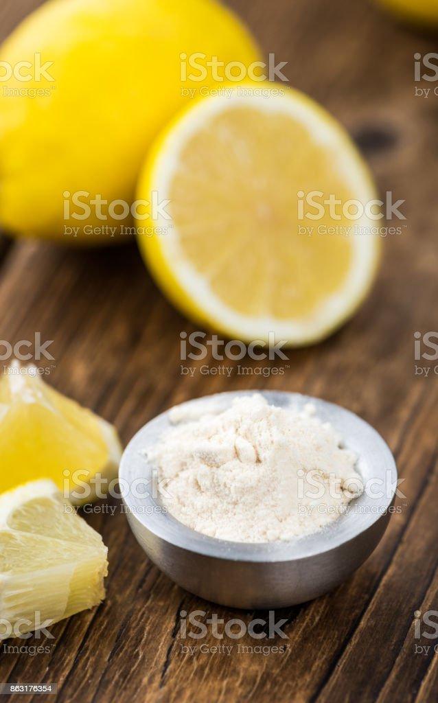 Portion gesunden Zitrone Pulver auf einem alten Holztisch (Tiefenschärfe, Nahaufnahme) – Foto