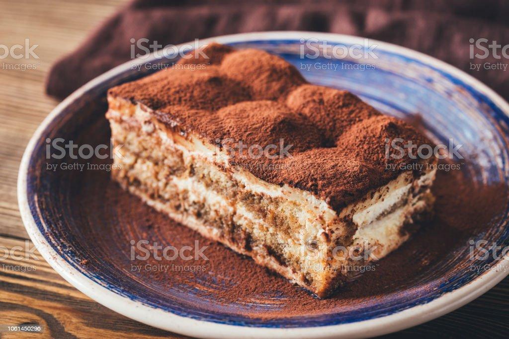 Porción de postre de tiramisú - Foto de stock de Alimento libre de derechos