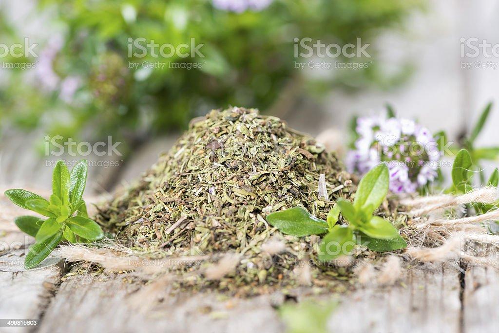 Porzione di santoreggia montana foto di stock  istock