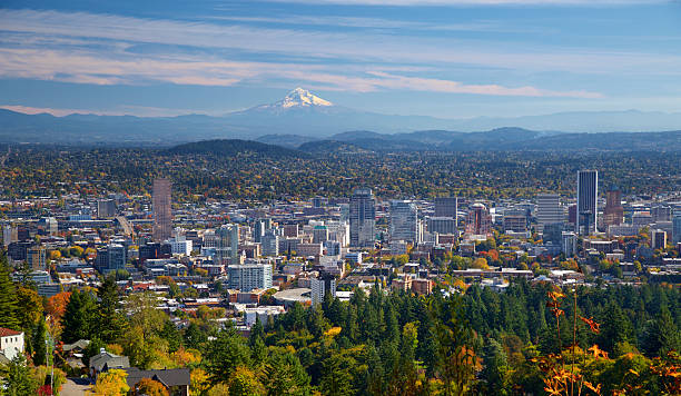 Portland Oregon in autumn Portland Oregon in fall. A freshly snow covered Mt hood in the background mt hood stock pictures, royalty-free photos & images