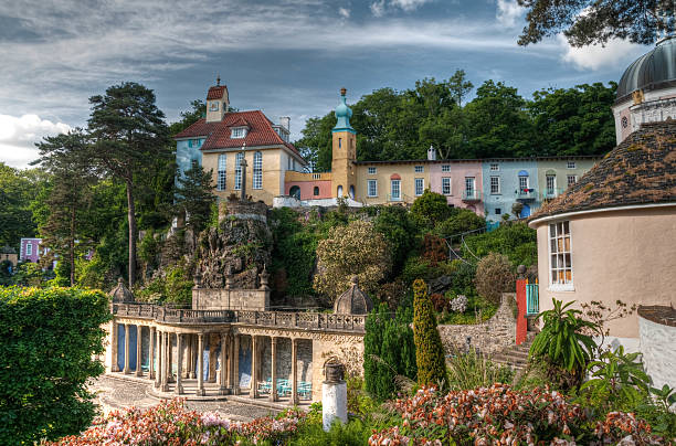 portmeirion village and lanscaped gardens hdr - caernarfon and merionethshire stockfoto's en -beelden