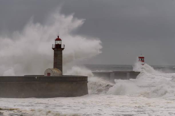 porto lighthouse - rain clouds porto portugal imagens e fotografias de stock