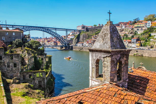 Porto Dom Luis I Bridge and Douro river in Porto, Portugal. duero stock pictures, royalty-free photos & images
