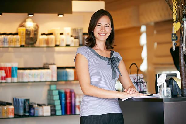 ポートレート美容製品のショップマネージャー ストックフォト