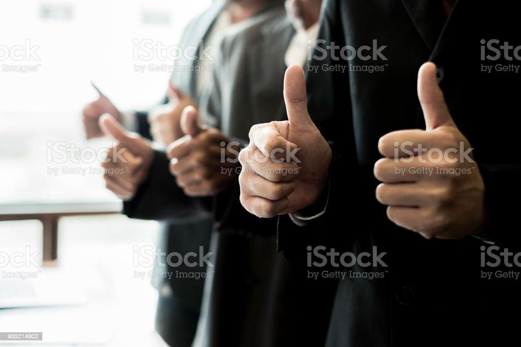 Porträt-Geschäftsleute Daumen im Tagungsraum, Geschäftskonzept, Teamwork Konzept aufgeben – Foto