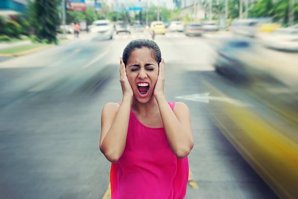screaming ビジネスの女性のポートレート、お車で通り ストックフォト