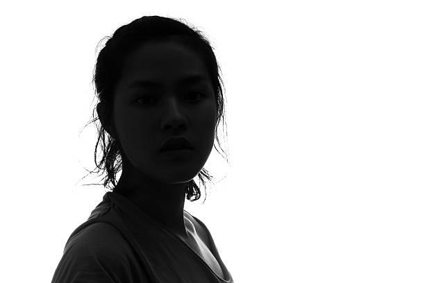porträt weibliche person silhouette auf weißem hintergrund. - gegenlicht stock-fotos und bilder