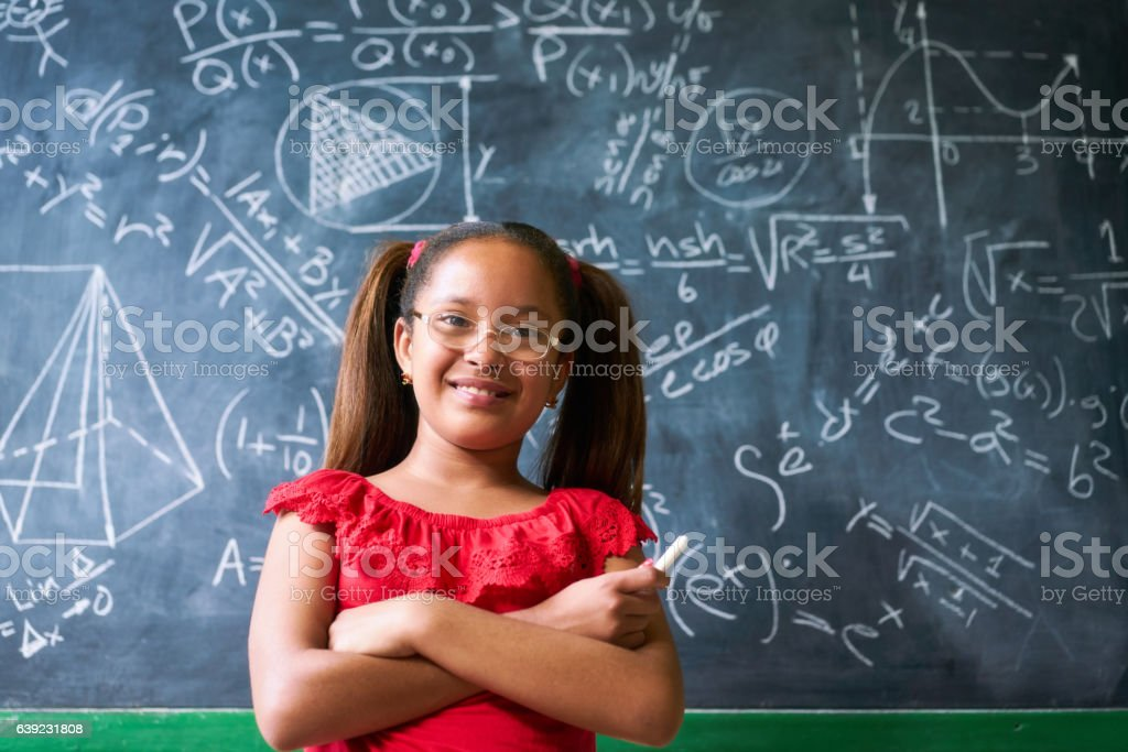 Portrait Happy Girl Resolving Complex Math Problem On Blackboard - foto de stock