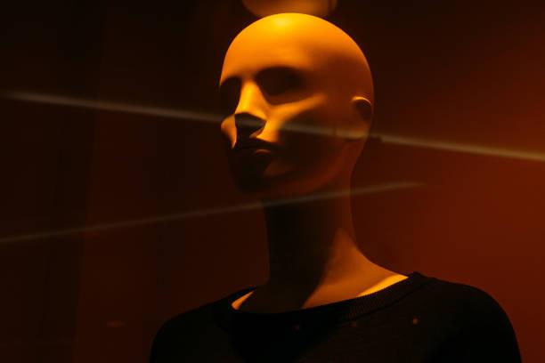 Porträt Schaufensterpuppe Kopf schließen im Schaufenster während des Verkaufs – Foto