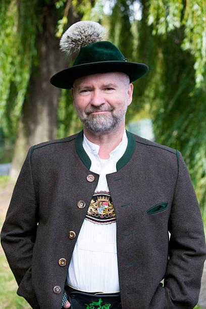 porträt eines bayerischen mann - bayerische tracht stock-fotos und bilder