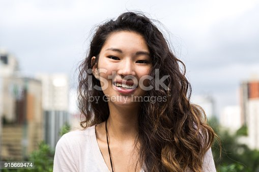 istock Portrait of a Beautiful Asian Girl 915669474