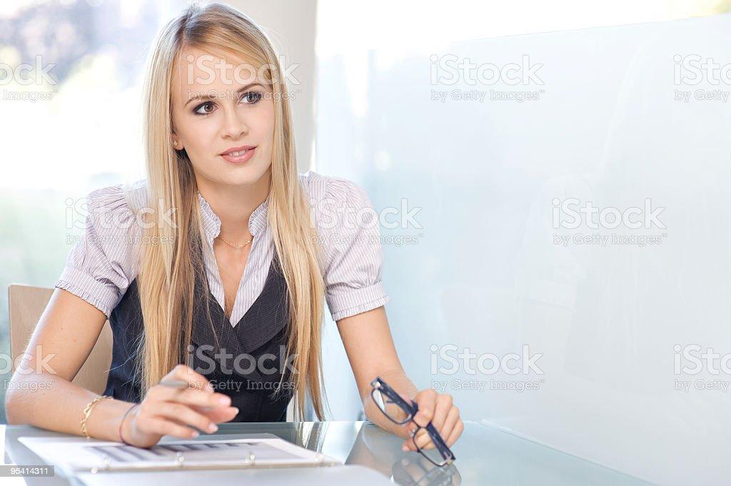 Porträt einer schönen weiblichen Manager Lizenzfreies stock-foto
