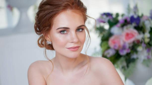 Retrato de una hermosa muchacha en un vestido de novia. Novia en vestido de lujo, primer plano - foto de stock