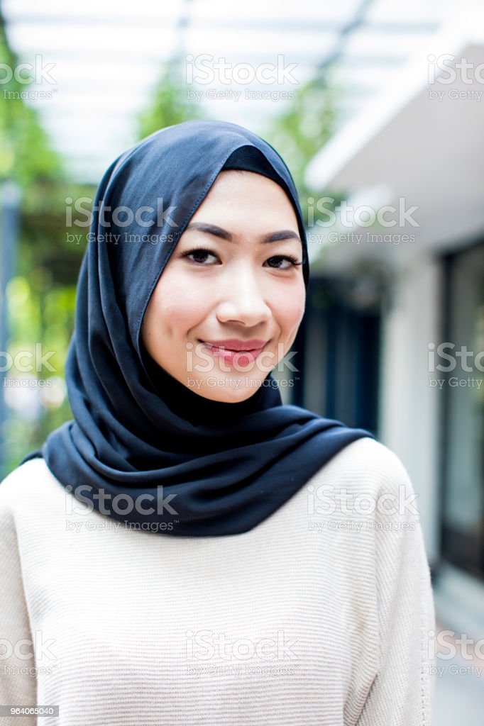 Portrait of a beautiful malaysian girl wearing hijab - Royalty-free 20-29 Years Stock Photo