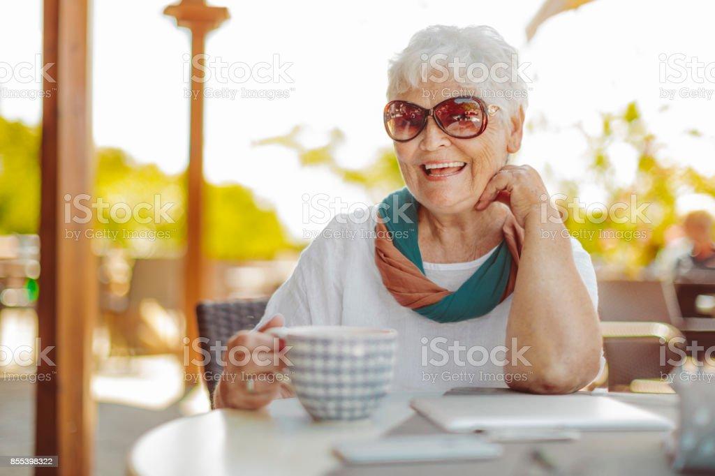 Retrato de uma bela Mulher Idosa - foto de acervo