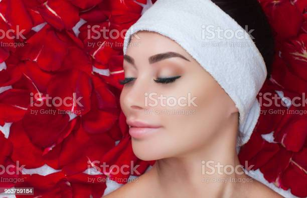 Portrait of a beautiful woman in a spa salon in front of a beauty picture id953759184?b=1&k=6&m=953759184&s=612x612&h=0im3hyrmsnhnzu84vncnndrhz 2pvry3cpsjbyd3jv8=