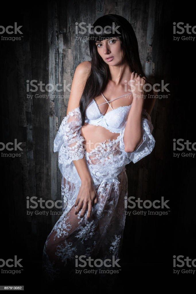 6477d5c290 Retrato De Una Bella Mujer En Lencería Foto de stock y más banco de ...