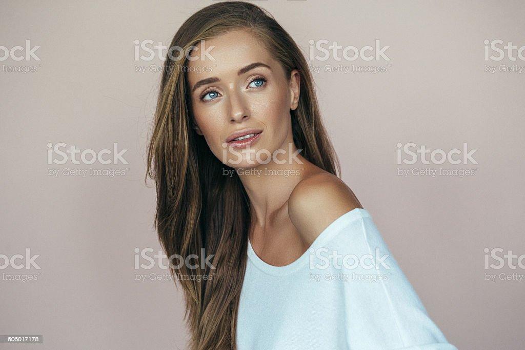 Retrato de una mujer bella  - foto de stock