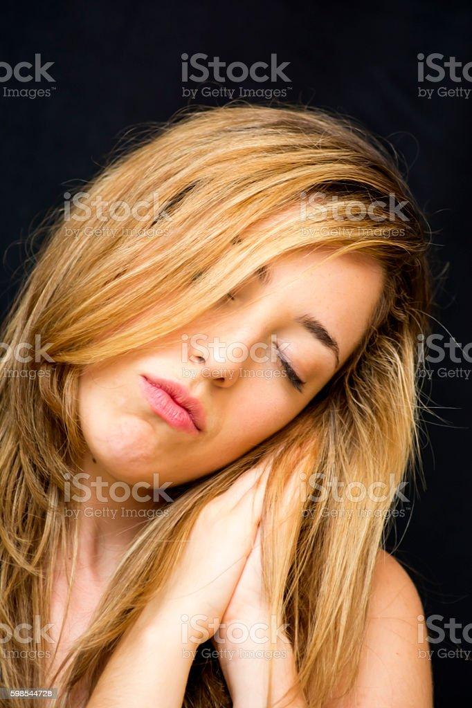 Portrait de la Belle femme dormir photo libre de droits
