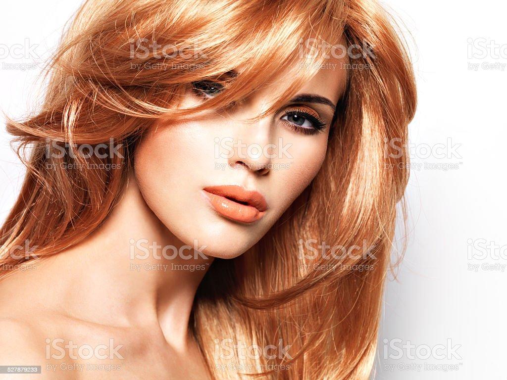 Porträt Einer Schönen Frau Mit Lange Gerade Rote Haare