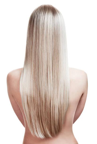 porträt eine schöne junge blonde frau mit wunderschönen haaren - frisuren für schulterlanges haar stock-fotos und bilder