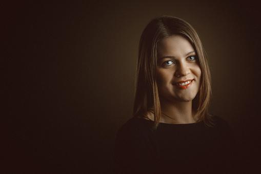 세로는 아름다운 젊은 여자 30-39세에 대한 스톡 사진 및 기타 이미지