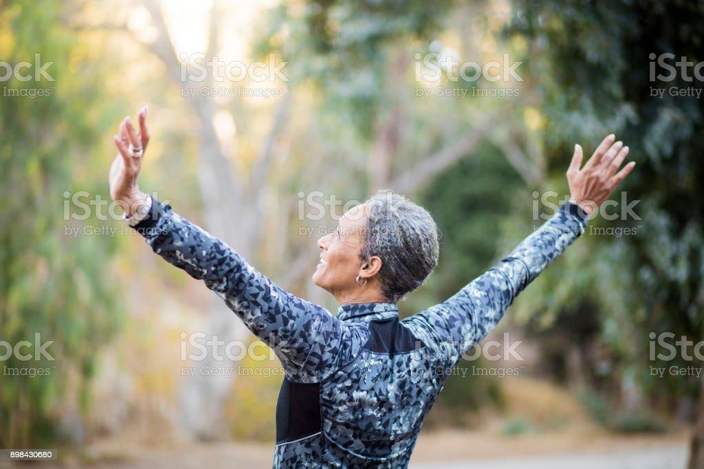 Porträt von einem Black Woman stretching – Foto