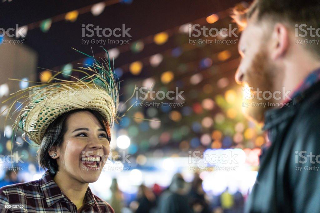 Junina parti gece (Festa Junina) Brezilyalı bir çift portresi - Royalty-free Adamlar Stok görsel