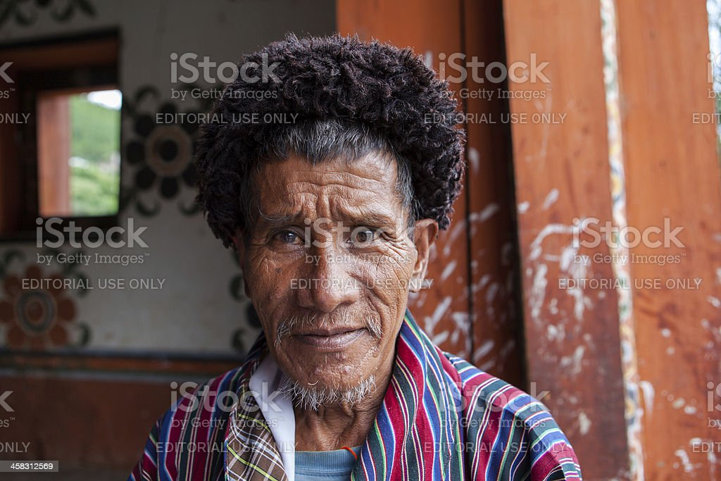 Portrait of a Buthanese man wearing traditional dress foto