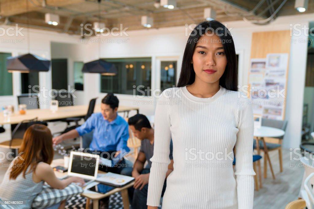 Porträt von einem überzeugt junge Unternehmerin Lizenzfreies stock-foto