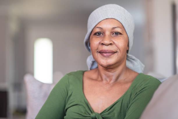porträt einer kontemplativen krebskranken frau - chemotherapie stock-fotos und bilder