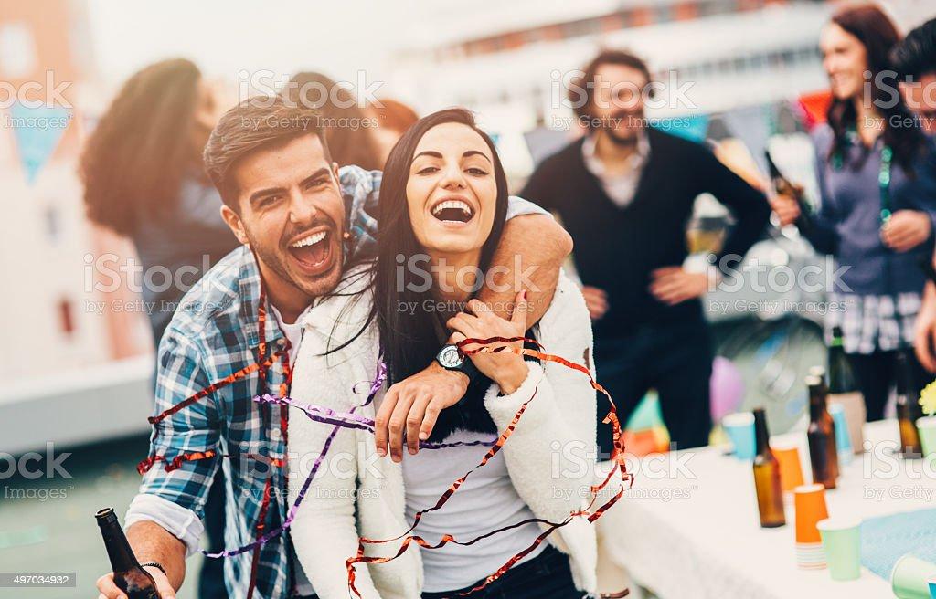 Ritratto di una coppia alla festa - foto stock