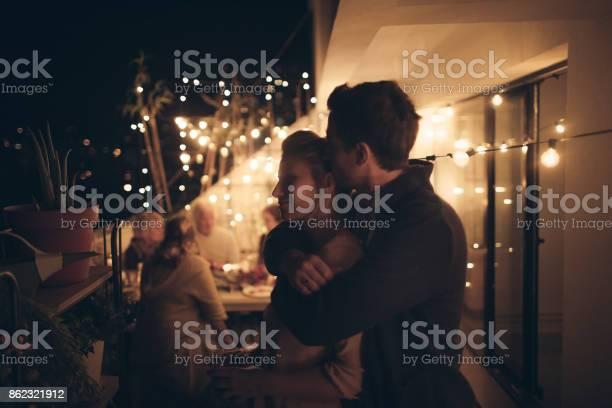 Portrait of a couple in love picture id862321912?b=1&k=6&m=862321912&s=612x612&h=o9tcovunbucv17 nh1khyrqonnee coxomclfnkwa9o=