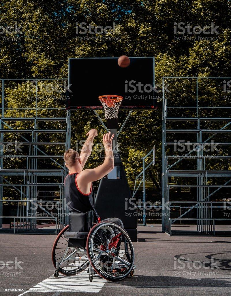 Retrato Un En Silla Baloncesto Discapacitados Jugador De DYEHI29eW