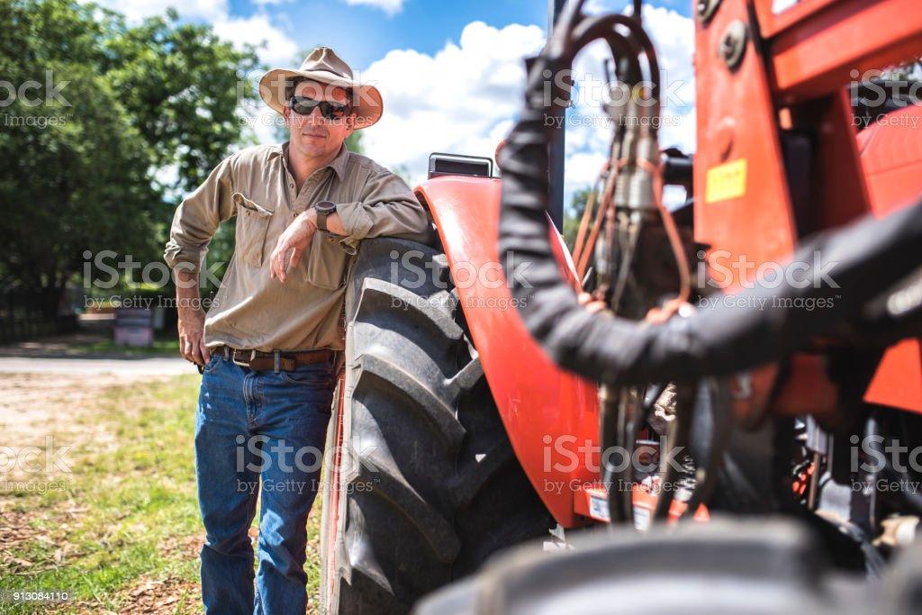 Porträt eines Bauern und seinen Mähdrescher – Foto
