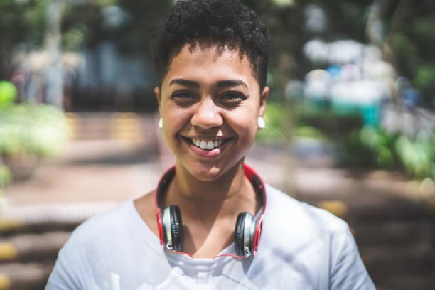 portret van een meisje - fotografie stockfoto's en -beelden