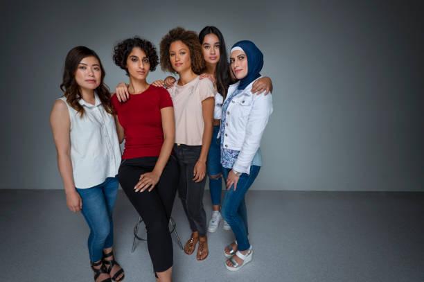 Portrait d'un groupe de femmes dans le studio. - Photo