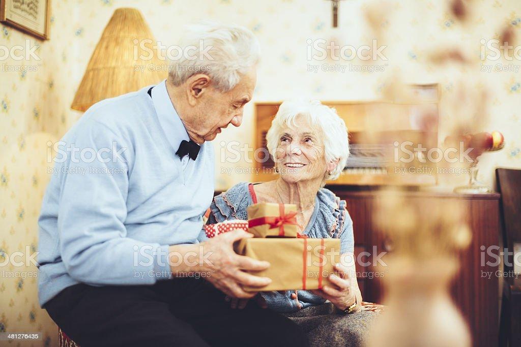 Retrato de um casal feliz sênior - foto de acervo