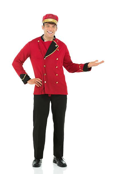 Retrato de un feliz con servicio de valet Gesticular - foto de stock