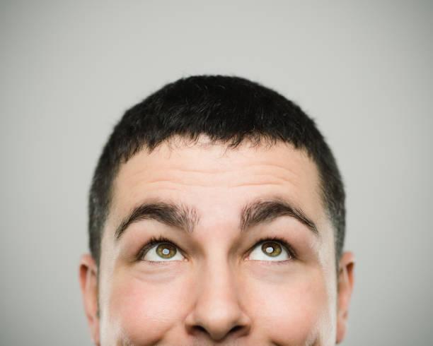 portrait of a happy young caucasian man looking up - guardare in su foto e immagini stock