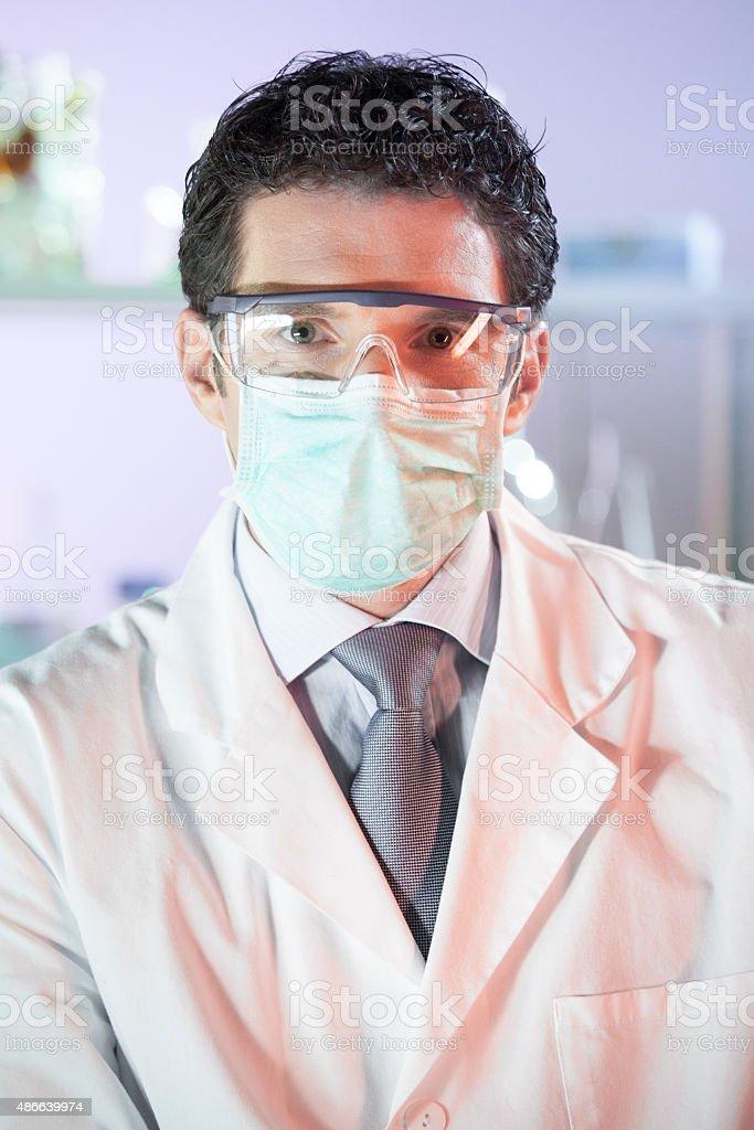 Porträt eines helth care professional im Labor. – Foto