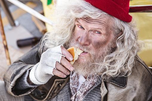 배고픈 노숙자 남자의 초상화 Charity Benefit에 대한 스톡 사진 및 기타 이미지