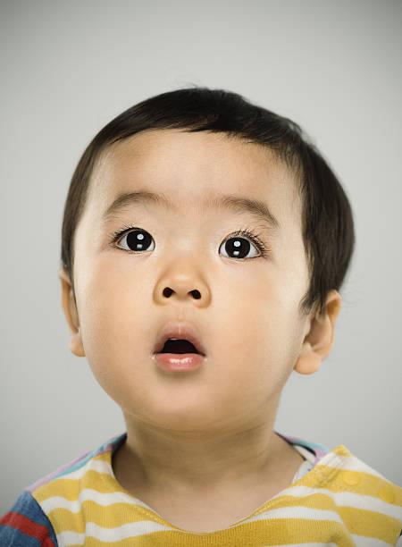ポートレート、日本の赤ちゃんカメラ目線 - 子供時代 ストックフォトと画像