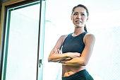 体育館に立っている日本人女性のポートレート
