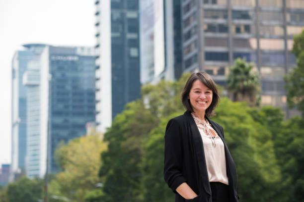 Porträt des lateinischen Geschäftsfrau – Foto