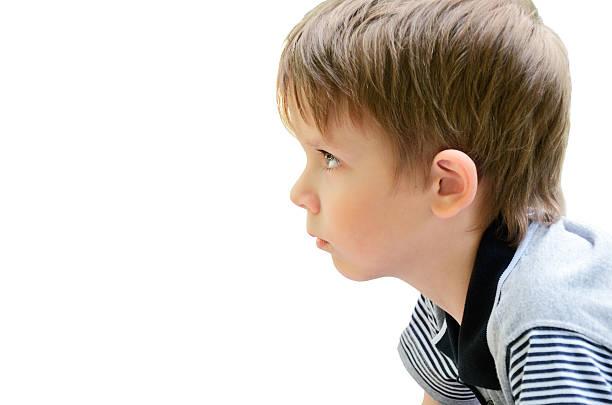 Porträt eines kleinen Jungen im Profil – Foto